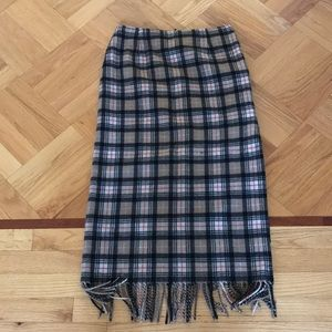 Wool skirt with opening in the side